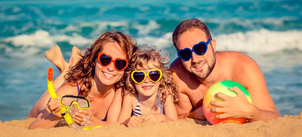 Kvůli dovolené se bezhlavě zadlužujeme. Letos je riziko ještě vyšší